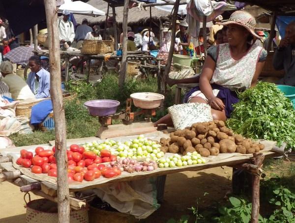 ムララノクロム市場の野菜売り