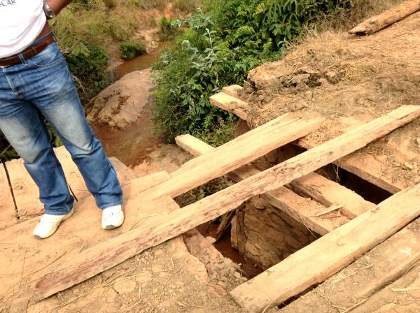 マダガスカルの壊れた橋